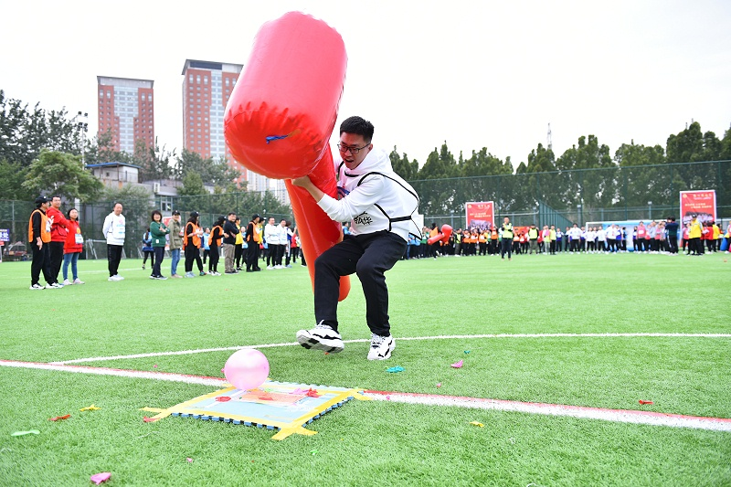 DSC_536中国工艺集团趣味运动会 抡起锤子加油干